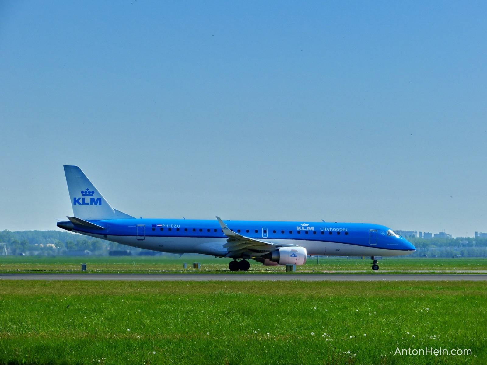 Why are KLM's planes blue?